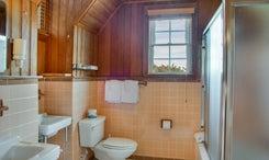 Harbor-Room-Bath