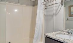TH26: The Croatan Sound - Bathroom