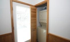 7AB-foyerlaundry