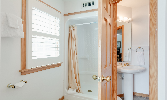CV7: North Point l Bedroom A - Bath
