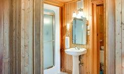 Jeffs-Room-Bath
