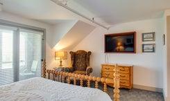 First Colony Inn: BR19 - Humfrey Newton