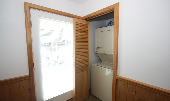 CV07-foyerlaundry