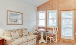 CV7: North Point l Bedroom B - Sitting Area