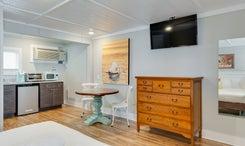 See Sea Motel   Room 6 - Hang Loose - King